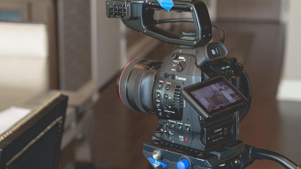 כיצד סרטונים יכולים לשפר את אחוז הפניות שלך באתר?